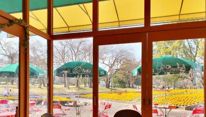 万博記念公園内にあるカフェ