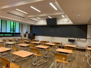 灘校中学棟の教室